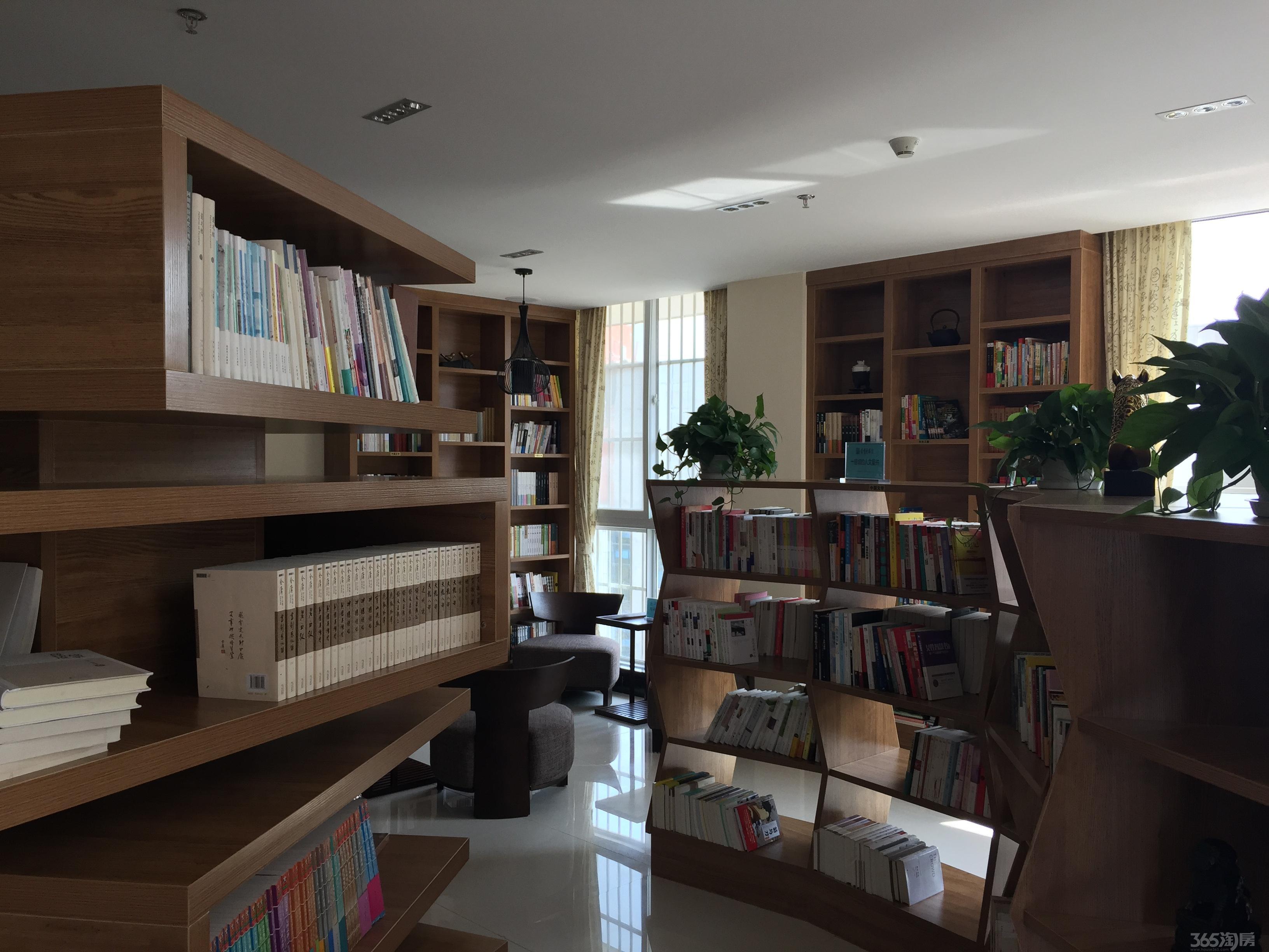 【迈皋桥社区服务中心办公楼四层出租