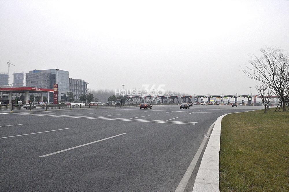 雅居乐滨江国际离过江隧道收费站很近(2.02)