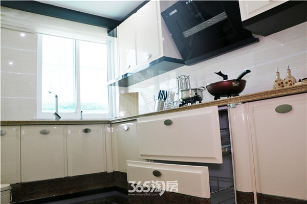 东方蓝海139平样板间厨房