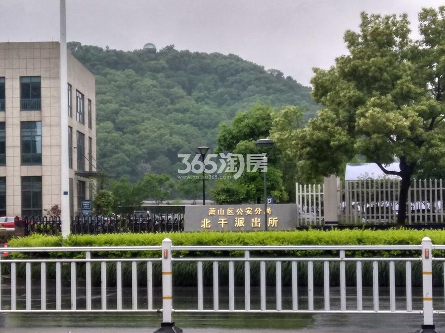 新城香悦公馆南侧萧山公安局北干派出所 2017年5月摄