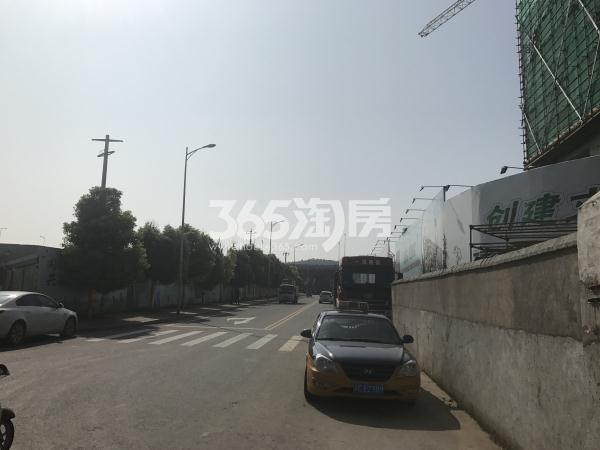 中昂朗琴项目东侧出口道路(通往三环路)实景图(9.15)